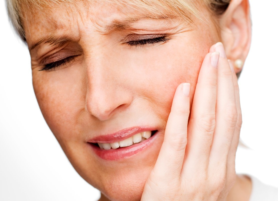 Woman with oral pain image